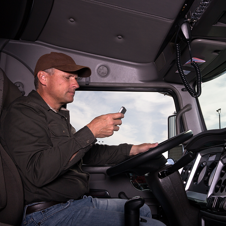 5 Reasons You Should Implement a Distracted Driving Policy